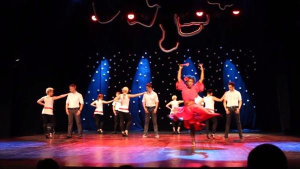 Noworoczny pokaz bachaty formacji Nova Dance School prowadzonej przez Reglę
